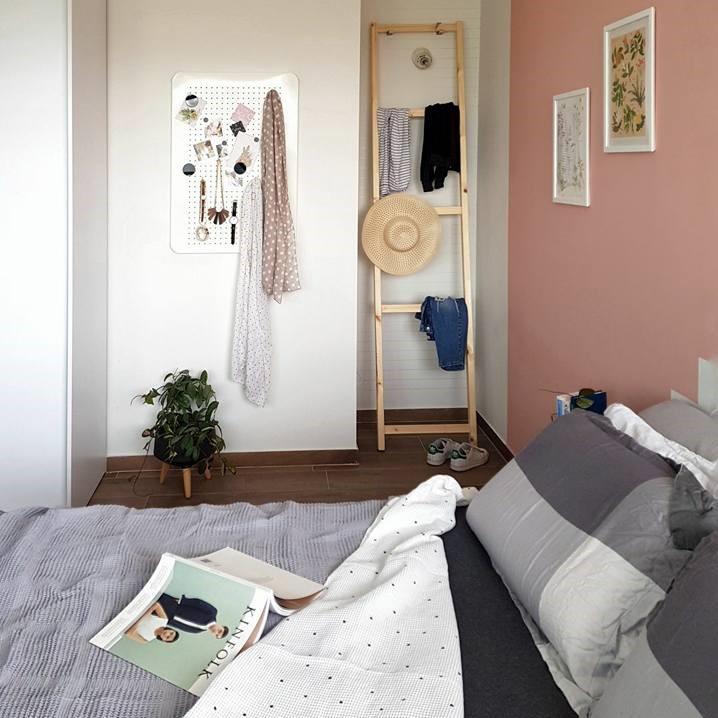 IVAR IKEA ladder hack. On a budget DIY clothes rack ladder.