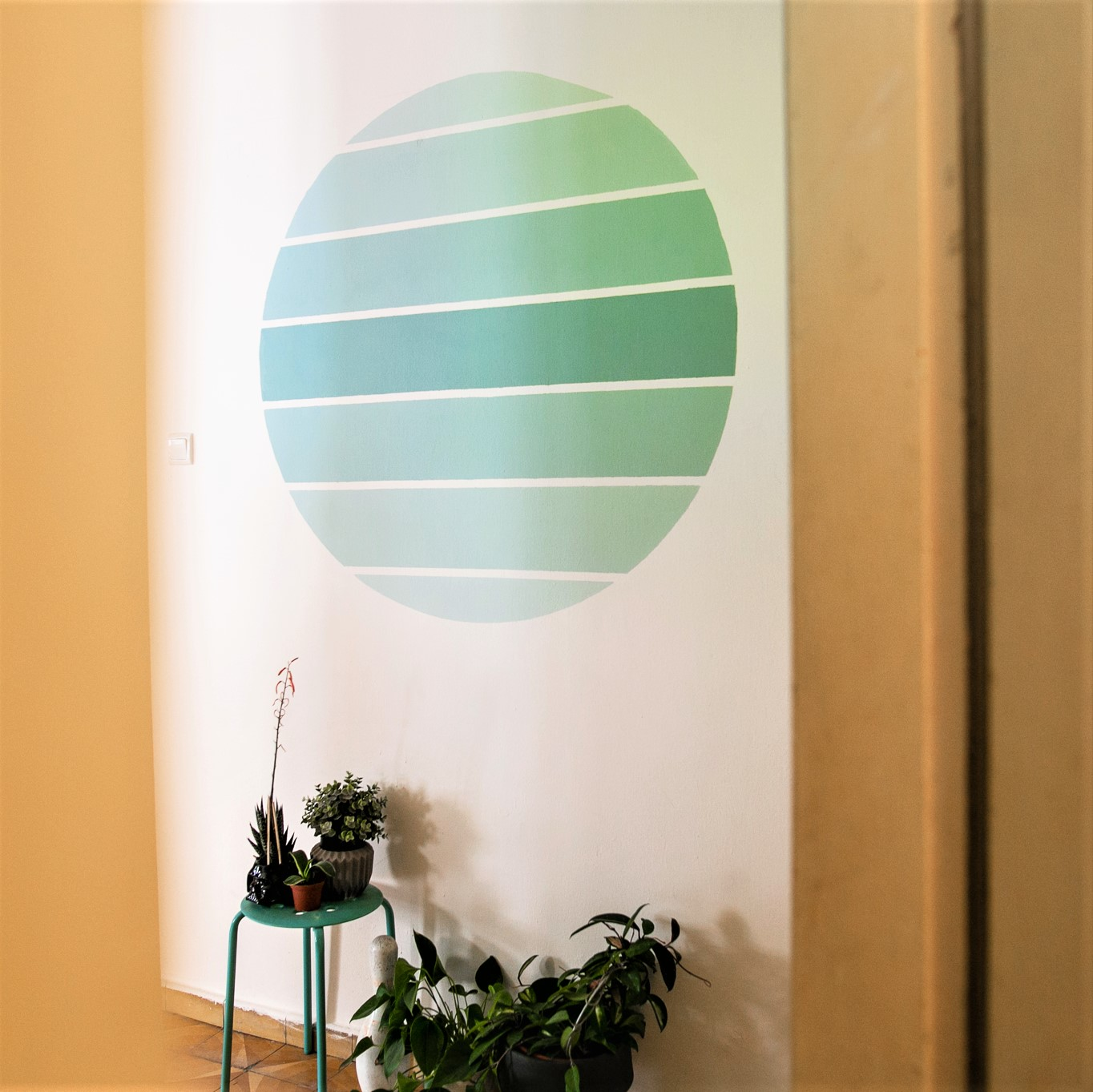 DIY wall painting ombre circle with painters tape